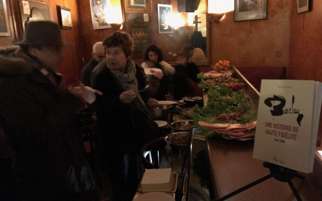 Thérèse Chasseguet signe son « Barclay » au Bab Ilo